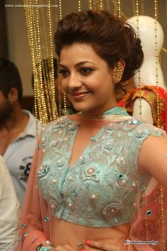 Kajal-Agarwal-at-Mugdha-Art-Studio-(5)