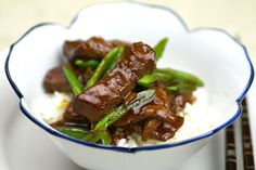 Hoisin stirfried venison recipe, Regional Newspapers – Replace the snow peas with blanched asparagus or a cup of thinly sliced kale if preferred - Eat Well (formerly Bite) Fried Venison Recipe, Venison Recipes, Asian Noodle Recipes, Asian Recipes, Noodle Wok, Noodles, Venison Steak, Wild Game Recipes, Marinated Steak