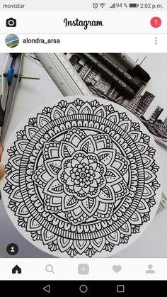 La película de los Kidman Mandala Doodle, Mandala Art Lesson, Mandala Artwork, Mandala Tattoo, Doodle Art Drawing, Mandala Drawing, Pencil Art Drawings, Art Drawings Sketches, Doodle Patterns