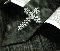 PDF Gothic Victorian Lacy Cross Tatting by TheAtticofKitsch Victorian Pattern, Victorian Gothic, Tatting Patterns, Crochet Patterns, Bible Bookmark, Gothic Crosses, Bible Covers, Vintage Knitting, Celtic