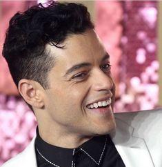 Happy Rami at the Bohemian Rhapsody premiere. Mr Robot, Freddie Mercury, Cute Celebrities, Celebs, Rami Malik, Rami Said Malek, Inspirational Celebrities, Attractive People, Beautiful Men