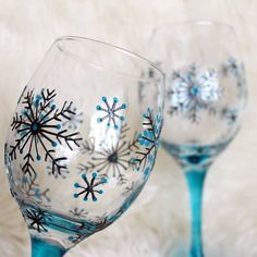 Hand Painted Wine Glasses, Wedding Glasses,Anniversary Glasses, Snowflake design wedding glass for guests;wedding glass for bride and groom;wedding glass for bridal party Wine Glass Crafts, Wine Craft, Wine Bottle Crafts, Cork Crafts, Decorated Wine Glasses, Hand Painted Wine Glasses, Wine Painting, Bottle Painting, Painting On Wine Glasses