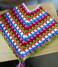 Colorful poncho free tutorial (adaptable to any size)