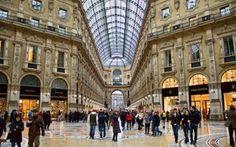 Milano: un viaggio ricco di moda La capitale dell'alta moda in Italia, la metropoli settentrionale di Milano è una delle principali destinazioni dello shopping mondiale. Ostentazione, splendore e fascino quasi ultraterreno richiaman #viaggi #milano #moda