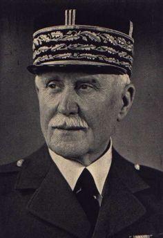 Condamné à mort après la guerre pour avoir collaboré avec Adolf Hitler, le Maréchal Pétain n'en a pas moins l'honneur de voir son nom donné à une rue à Shawinigan.
