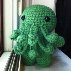 Free Pattern Friday – Cthulhu : Cthulhu – Free Amigurumi Pattern here: ruralrebellion.wo… You can find Cthulhu and more. Crochet Diy, Crochet Crafts, Yarn Crafts, Crochet Panda, Beaded Crafts, Yarn Projects, Knitting Projects, Crochet Projects, Crochet Patterns Amigurumi