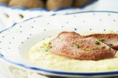 Die Erdäpfelsauce passt zu Fisch und zu Faschierter Braten. Ein einfaches Rezept mit Genuss-Garantie.