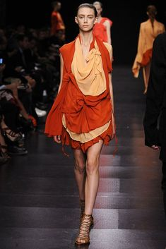 See the complete Ann Demeulemeester Spring 2009 Ready-to-Wear collection.