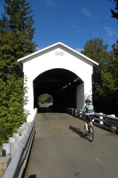 "The towns of Cottage Grove (""Covered Bridge Capital of the West"") and Lowell are natural starting places to begin a covered bridge tour. Discover the 20 covered bridges of Lane County."