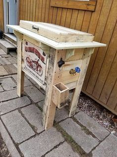 Awesome Ways to Recycle Used Shipping Pallets: As turning up to shipping pallets, they are much similar or we would say a copy-cat image of the wooden pallets, but you should know. Sorority Canvas, Sorority Paddles, Sorority Crafts, Sorority Recruitment, Deck Cooler, Cooler Stand, Wooden Pallet Projects, Wooden Pallets, Pallet Ideas