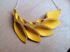 Collection pétale Collier de pétale jaune en cuir par HaKNiK