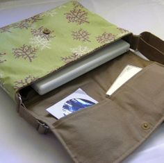 Lap Top Messebger bag I made in 2010.  Japanese linen canvas. Flickr - StitchinSista