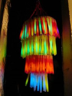 Glow stick layered lantern to hang for a party. This would be fun for a teen party if we can make it dark enough. No instructions here, but other images for a neon party. Glow Stick Party, Glow Sticks, Disco Party, Holidays Halloween, Halloween Party, Halloween Decorations, Room Decorations, Halloween Crafts, Chandeliers