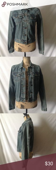 "American Eagle Distressed Denim Jacket Sz M Great Gently Used Condition! 100% Cotton, Made in USA. No rips, stains, or tears. ✏️Measurements (Taken While Flat) 20""L, 18 1/2"" Armpit to Armpit, 24"" L Sleeves, 21 1/2"" Top of collar to hem ✏️ American Eagle Outfitters Jackets & Coats Jean Jackets"