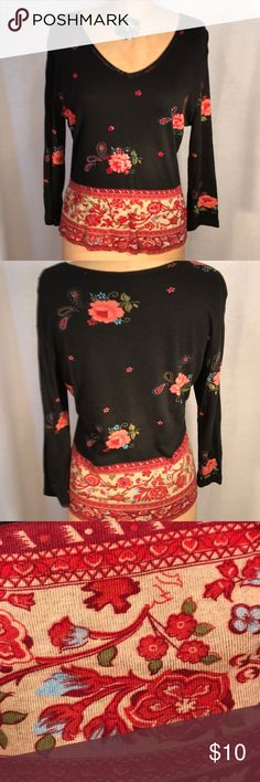 Shirts Long sleeved T-shirt material top with floral print on black back ground, bottom hem has 8 inches of different pattern.  Bearing on front of shirt to accent the design. 62% Rayon and 38% algodon. Tops Tees - Long Sleeve