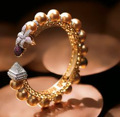 'Designer pulseiras & Bangles s Hand Jewelry, Pearl Jewelry, Indian Jewelry, Antique Jewelry, Vintage Jewelry, Jewellery, Bangle Bracelets With Charms, Diamond Bracelets, Diamond Jewelry