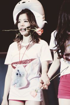 Sunny being adorable as usual with the help of a totoro neck pillow ^-^