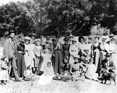 Picnic by the Los Angeles River and Tujunga Avenue, 1893-1894. H. J. Andrews on the left, standing. Either a Methodist Church or a family social gathering. Weddington Family Collection.