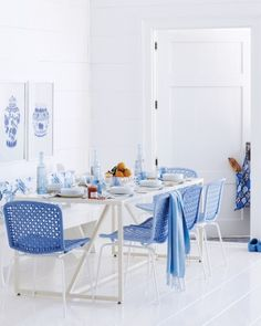 A white and blue breakfast room