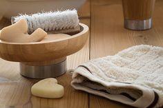 Uroda: Zrób sobie mydełko - http://kobieta.guru/zrob-sobie-mydelko/ - Dziś opowiem Wam o moim nowym hobby, niesamowicie wciągającym i ciekawym, mianowicie – o domowej produkcji mydła.   Domowe mydło bije na głowę wszelkie znane Wam dotychczas środki myjące, pozostawia skórę jednocześnie oczyszczoną i nawilżoną, zawiera wiele dobroczynnych składników, których nie uświadczymy wśród tych sklepowych np. glicerynę, z której masowo produkowano