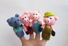 Les marionnettes à doigt trois petit cochons crochet marionnettes au crochet doigt théâtre cochon loup amigurumi théâtre Waldorf jouet maison à l
