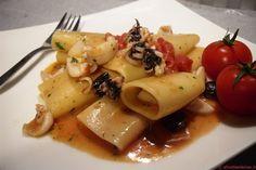 Pacchetti in guazzetto di seppioline pomodorini e olive taggiasche