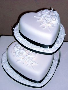 Double Heart Wedding Cake by xXx--Kawaii--xXx Heart Shaped Wedding Cakes, Heart Shaped Cakes, Heart Cakes, Pretty Cakes, Beautiful Cakes, Amazing Cakes, Mr Mrs, Royal Cakes, Different Cakes