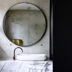 Just a little more of the striking combination of New York Marble, concrete, brass and black from my latest crush @auhaus.  #katewalkerdesign #kwd #auhaus #concretehouse #torquay #marble #newyork #brass #black #specifysourcesupply #hardfinishsolutions