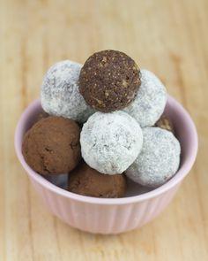 Bolas energéticas (10 higos secos, 5 dátiles, 2 cucharadas de cacao en polvo, dos cucharadas de proteína en polvo vainilla)