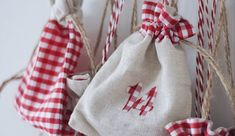 DIY: Adventskranz aus Illex und Eucalyptus | daisiesandglitter Drawstring Backpack, Burlap, Reusable Tote Bags, Advent Season, Crown Cake, Advent Calenders, Crafting, Hessian Fabric, Jute