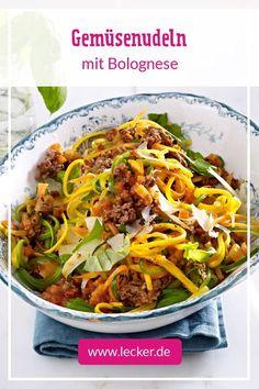 Auch zu knackigen Gemüsenudeln ist die geliebte Bolognese eine gute Wahl! #pasta #nudeln #gemüse #kochen #rezepte #einfacherezepte #lecker Pasta Recipes, Low Carb Recipes, Pasta Ligera, Low Carb Pasta, Law Carb, Vegetable Noodles, Vegetable Bolognese, Bolognese Pasta, Salsa Picante