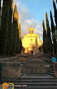 San Juan de la Cruz en 1588 funda sobre este edificio su Convento de Carmelitas Descalzos. www.segoviaunbuenplan.com