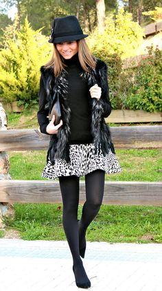 Hoy SILVIA de http://www.ohmylooks.com/2013/01/new-in-suite-210-zara-nuevo-en-suite-210-zara/ nos enseña más looks para nuestros stilettos en ante negro (ref. 1026 en 2ª REBAJAS 69€)