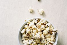 big fluffy popcorn kernels perfect for caramel corn Lorelai Gilmore, Gilmore Girls, Lito Rodriguez, Mtv Scream, The Fosters, Snack Recipes, Breakfast, Food, Popcorn Kernels