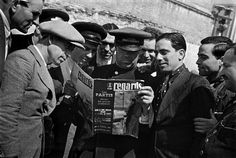 """FRANCE. Group of men reading the newspaper """"Regards"""". by David Seymour, """"Chim"""", regularly sent his photographs on the Civil Spanish war to this French newspaper. 1936. Magnum Photos"""