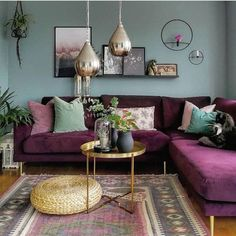 Living room design with purple and pile green Colourful Living Room, Living Room Green, Boho Living Room, Living Room Sofa, Boho Room, Salons Violet, Purple Couch, Purple Rooms, Home Decor Ideas