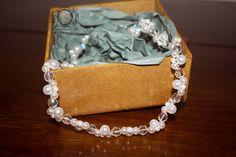 Tiara feita em perolas e cristais