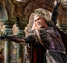 Thranduil fighting... and looking sooo awesome...this looks like it's digitally enhanced from the movie still...
