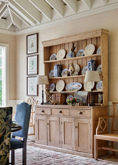 Benjamin Moore Linen White, China Hutch Decor, Kitchen Vignettes, South Carolina Homes, Southern Living, Southern Cottage, Traditional House, Cool Furniture, Interior Design