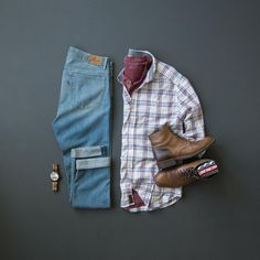 Plaid and denim are always a perfect combination, especially for getting through this hump day! Smart Casual Menswear, Outfits Hombre, Casual Wear For Men, Men Style Tips, Style Men, Smart Outfit, Business Casual Men, Men Looks, Mens Fashion
