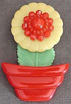 Vintage Bakelite Flower Pin