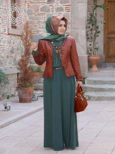 http://www.belginmoda.com/5001-04-Tulum,PR-2155.html Pınar Şems 5001-04 Tulum Kumaş  : % 70 Polyester                  % 30  Pamuk Manken : 38 Beden Ürün      : 38 Beden Desen   : Sade Renk     :  Yeşil