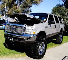 Excursion is the venture Old Pickup Trucks, Lifted Ford Trucks, Dually Trucks, Cool Trucks, Big Trucks, Ford Excursion Diesel, Truck Flatbeds, Future Trucks, Expedition Vehicle