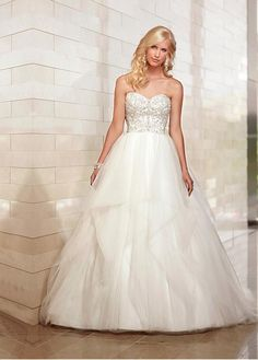 MAGNIFICENT SATIN TULLE BALL GOWN STRAPLESS SWEETHEART FLOOR LENGTH BRIDAL DRESS WITH BEADED LACE APPLIQUES