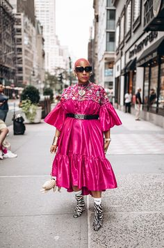 10 Street Style Looks Spotted at CurvyCon Yellow Tights, Neon Dresses, Fashion Lookbook, Fashion Trends, Cool Style, My Style, Street Style Looks, Printed Skirts, Fashion Forward