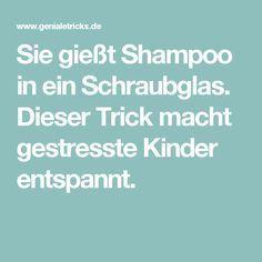 Sie gießt Shampoo in ein Schraubglas. Dieser Trick macht gestresste Kinder entspannt. Montessori Materials, Toddler Play, Calm Down, 4 Kids, Good To Know, Activities For Kids, School, Tips, Shampoos