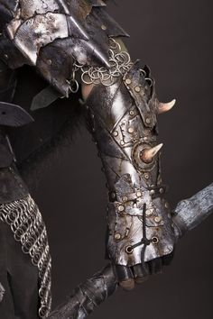 leather bracer orc / Lagueuse