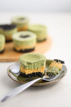 Thirsty For Tea Mini Matcha Pumpkin Cheesecakes with Black Sesame Crust Mini Cakes, Cupcake Cakes, Cupcakes, Matcha Dessert, Pumpkin Cheesecake, Cheesecake Pie, Green Tea Recipes, Tummy Yummy, Black Sesame