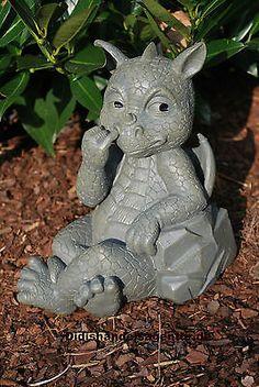 Drache bohrt in der Nase Gartenfigur Dekoration Standfigur Tierfigur Figur
