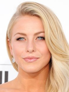 Less is more, right? Julianne Hough keeps her look fresh and glowing with gleaming skin, peachy cheeks, glossy nude lips, and fluttery lashes—the result is completely natural and utterly gorgeous.